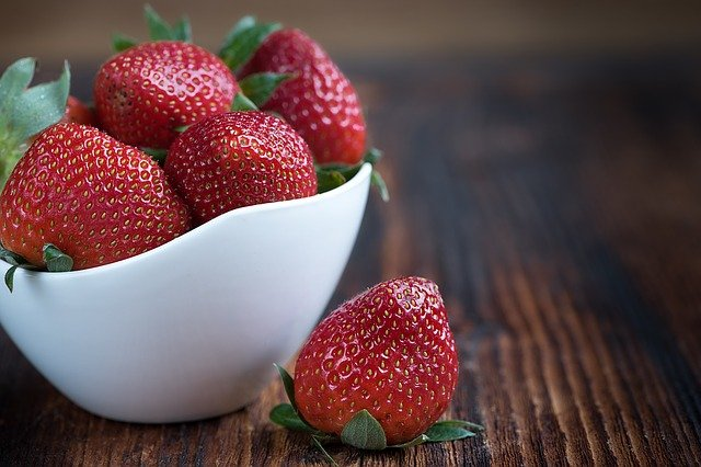 Strawberries - Cold things to eat in summer,